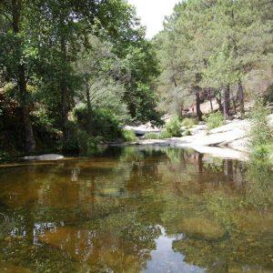 Piscinas naturales hotel rural el camino for Candeleda piscinas naturales